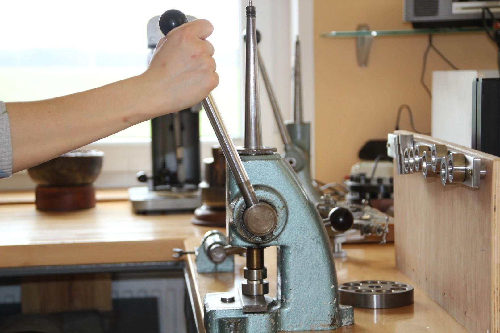 Der Gußring kann jederzeit größer sowie kleiner gemacht werden, da es ein fugenloser Ring ist.