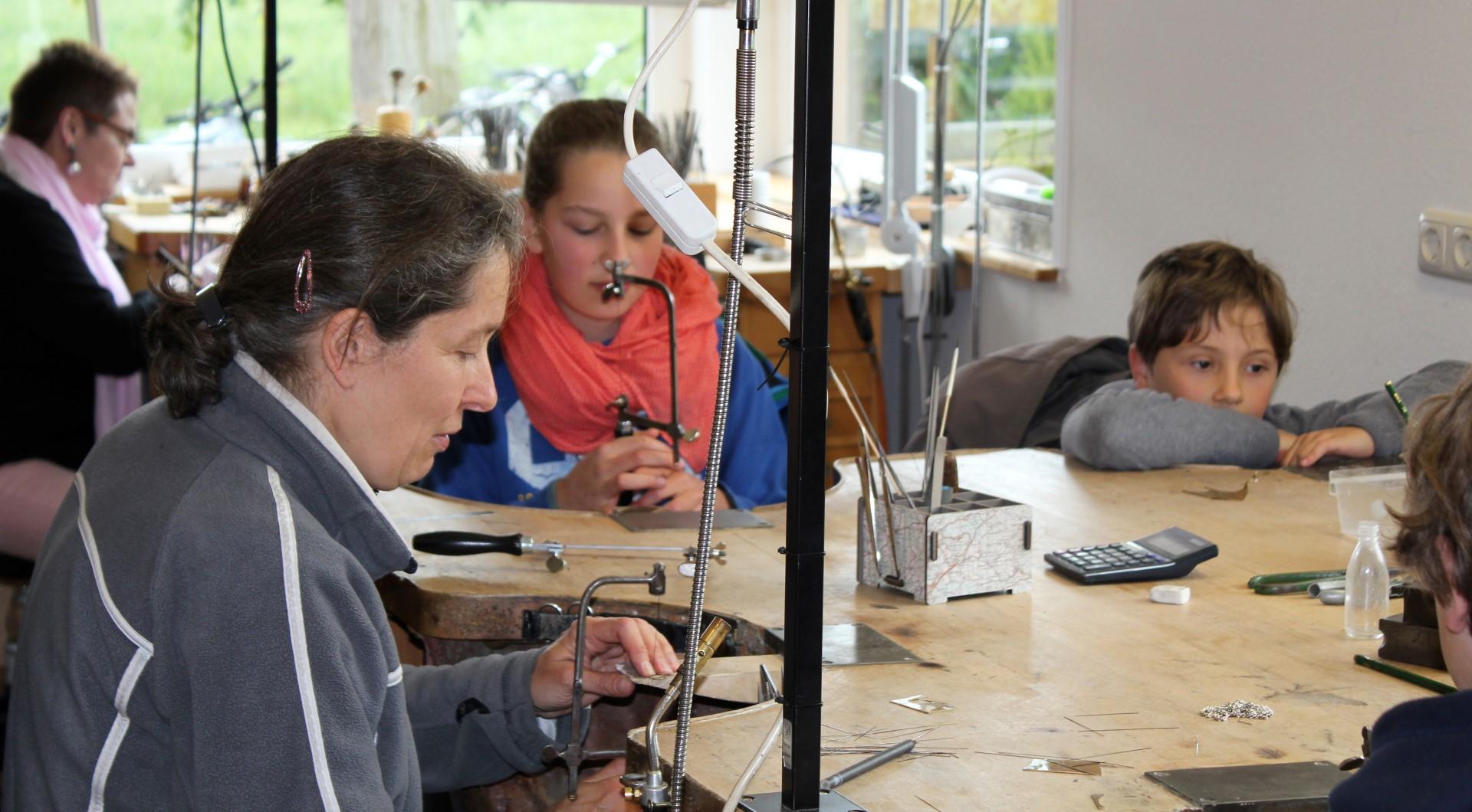 Kulturelle Landpartie in Blütlingen - Goldschmiedeworkshop