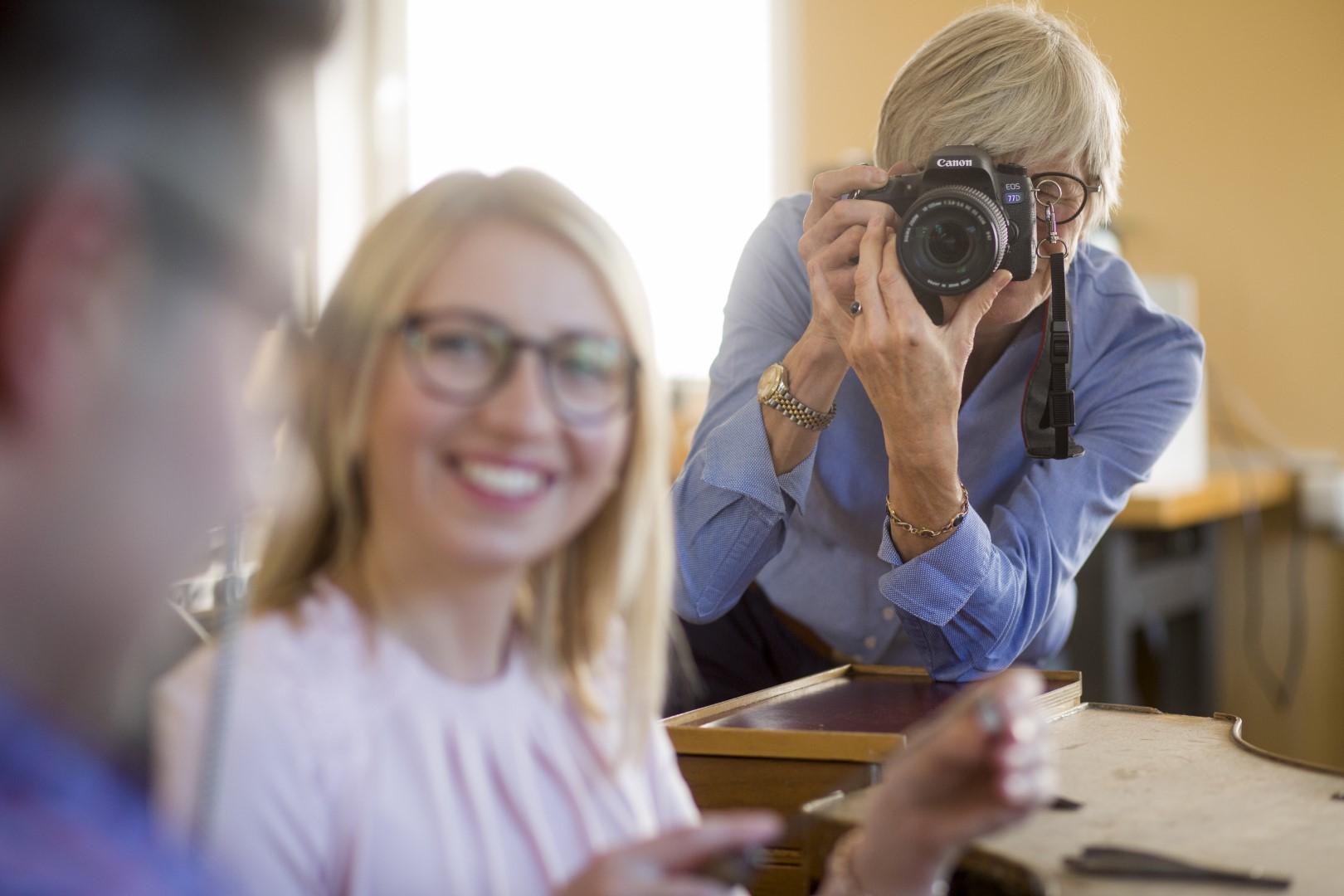 Wir fotografieren Sie bei der Entstehung Ihrer Ringe und halten den tag so für Sie fest.